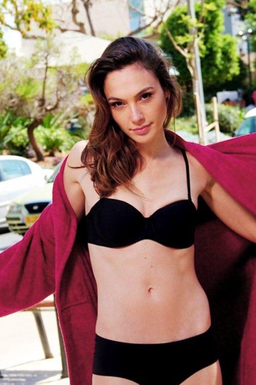 Gal-Gadot-black-bikini-sexy