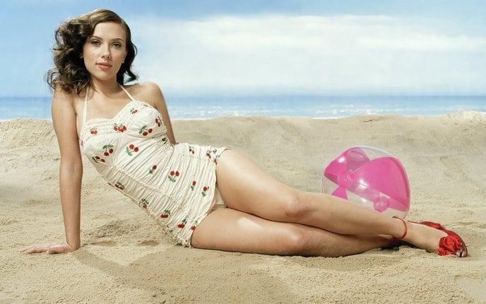 Scarlett-Johansson-Beach-Hot
