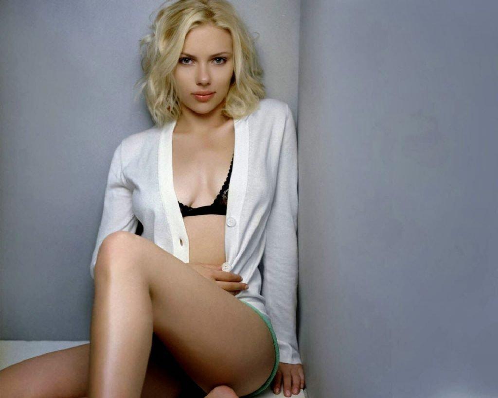 Scarlett-Johansson-Black-Bra