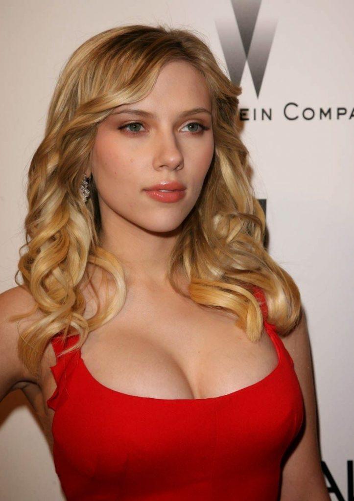 Scarlett-Johansson-Cleavage