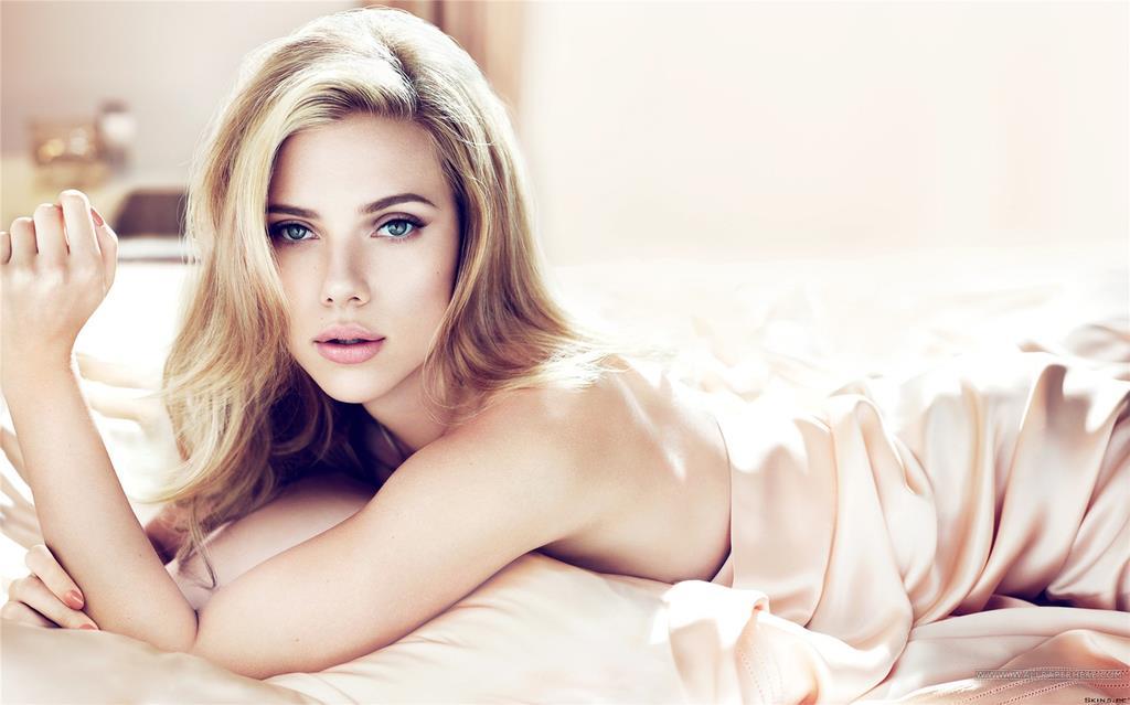 Scarlett-Johansson-MOrning-Bed