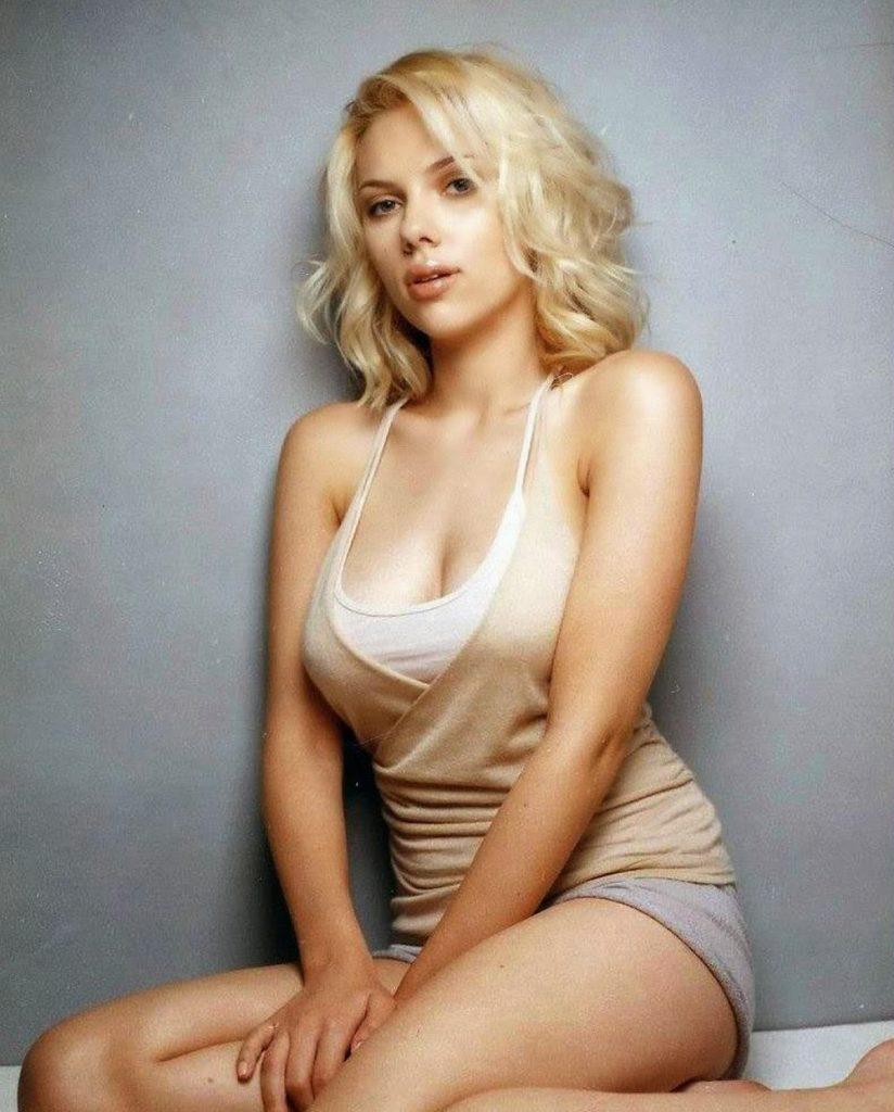 Scarlett-Johansson-hot-cleavages