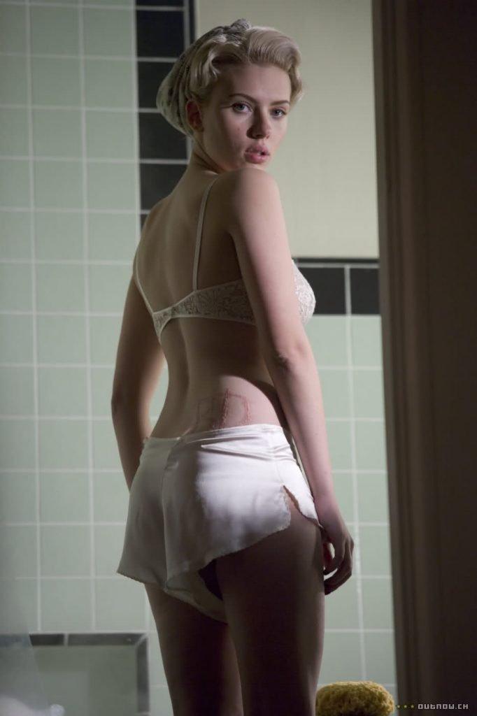 Scarlette-Johansson-Lingerie-Hot