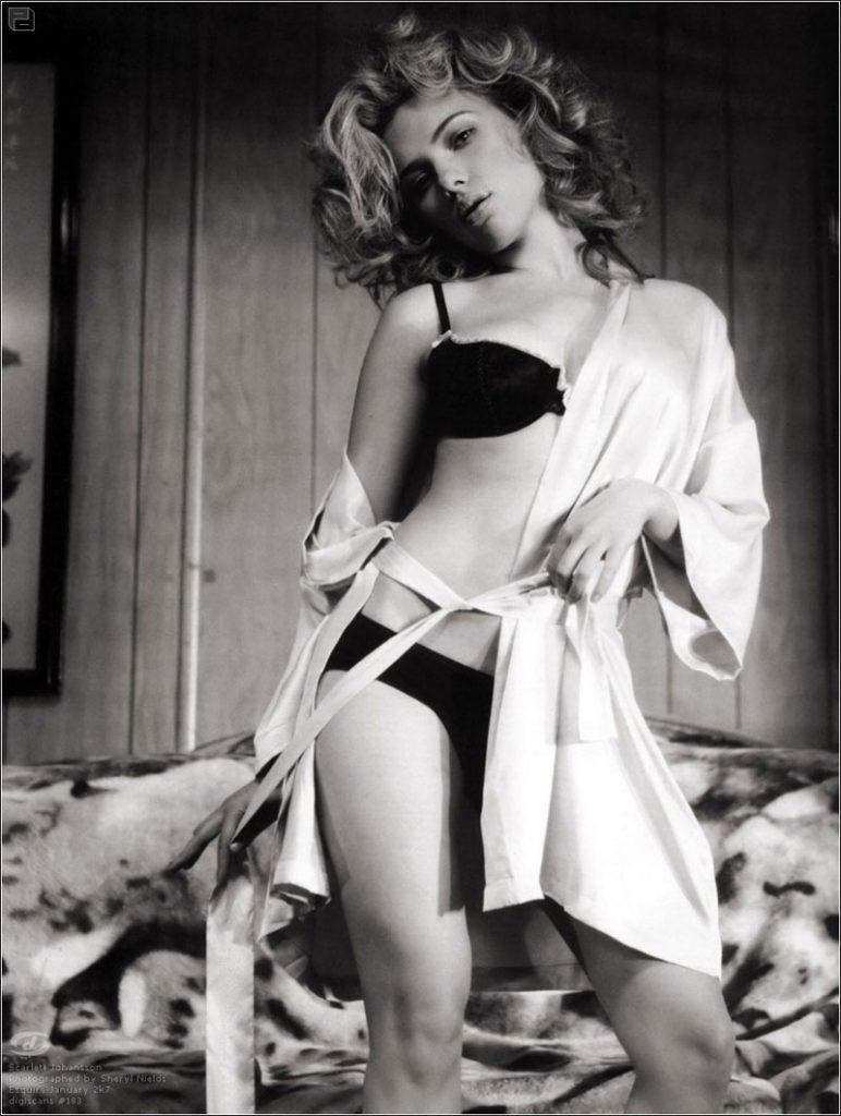 Scarlette-Johansson-Sexy-Lingerie