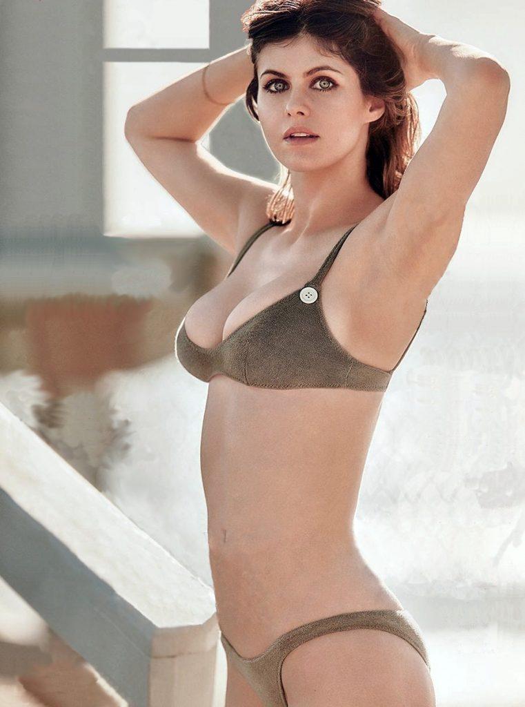 alexandra-daddario-sexy-bikini-1