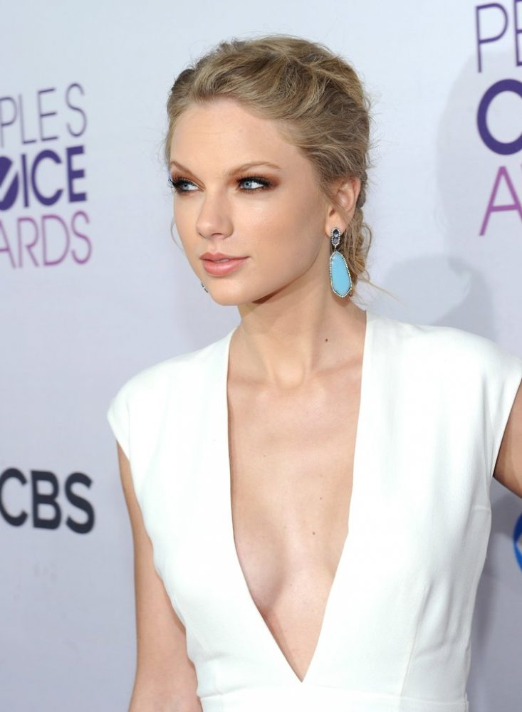 taylor-swift-cleavage-pictures