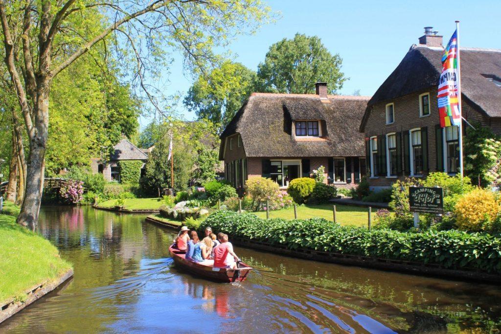 Giethoorn boat