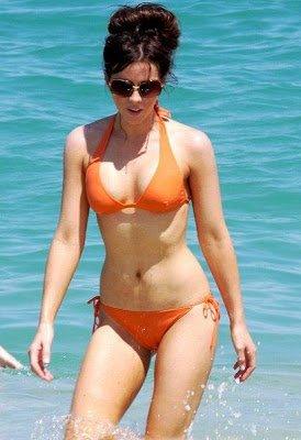 Kate Beckinsale Orange Bikini Pictures