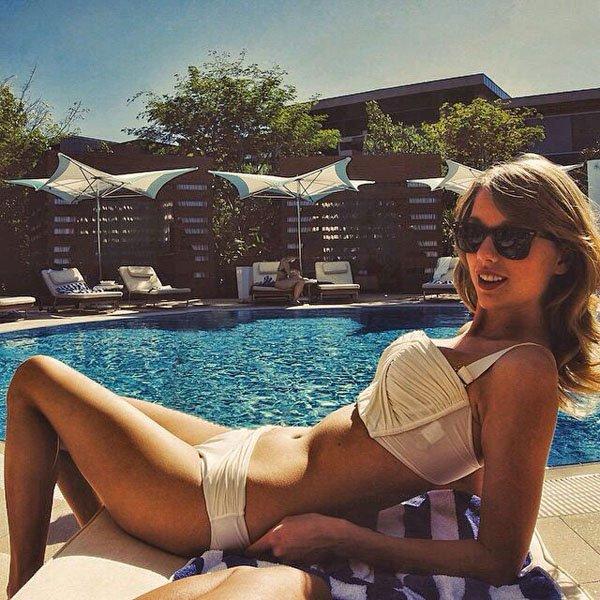 Taylor swift Bikini Pics