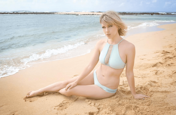 Taylor Swift In Bikini