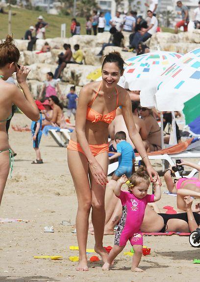 Hot Gal Gadot Bikini Pictures