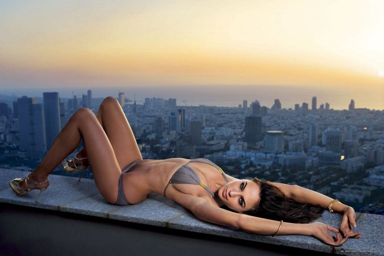15 Hot Gal Gadot Bikini Pictures Will Blow Your Mind
