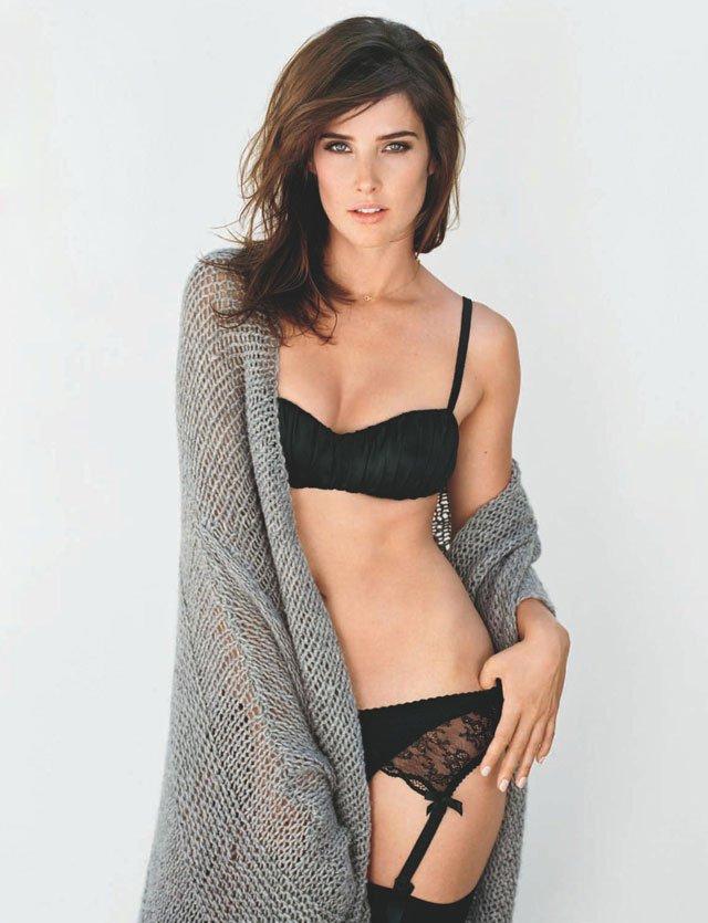 Cobie Smulders Bikini Pics