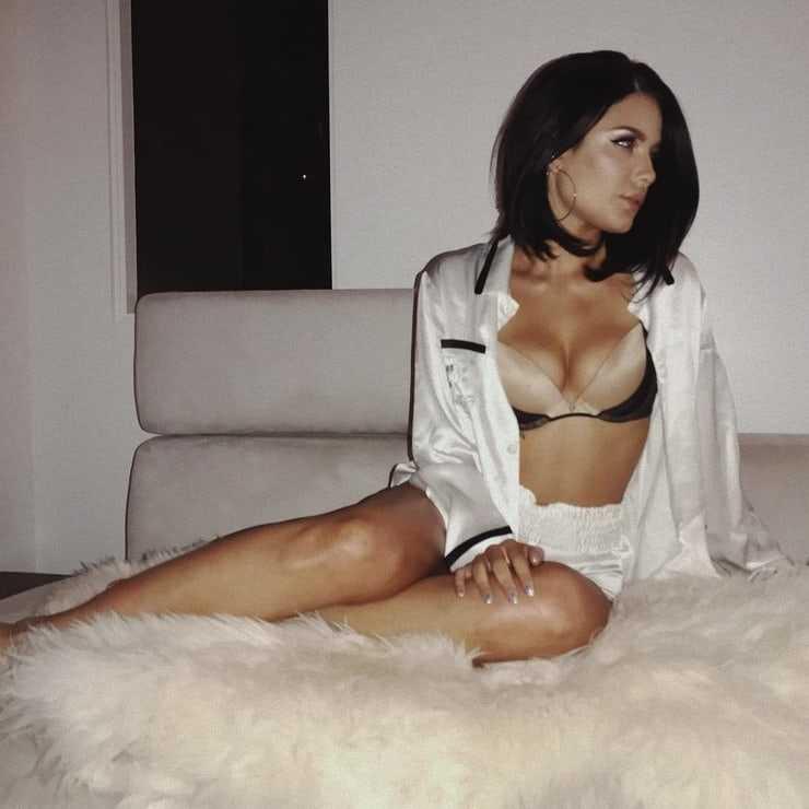 Halsey Nude Photos