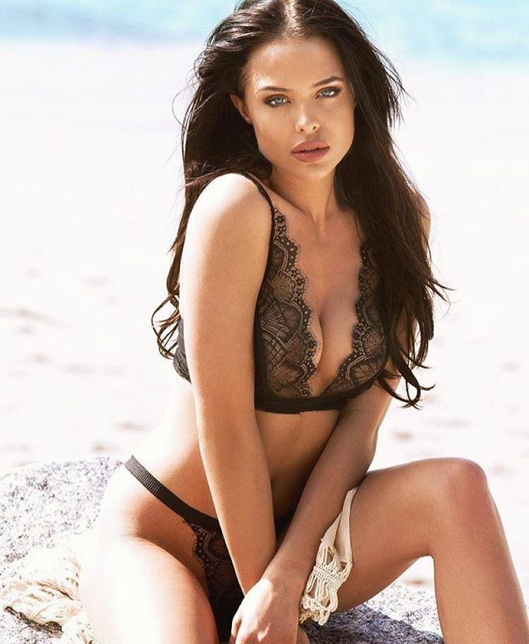 Angelina Jolie Bikini Pics