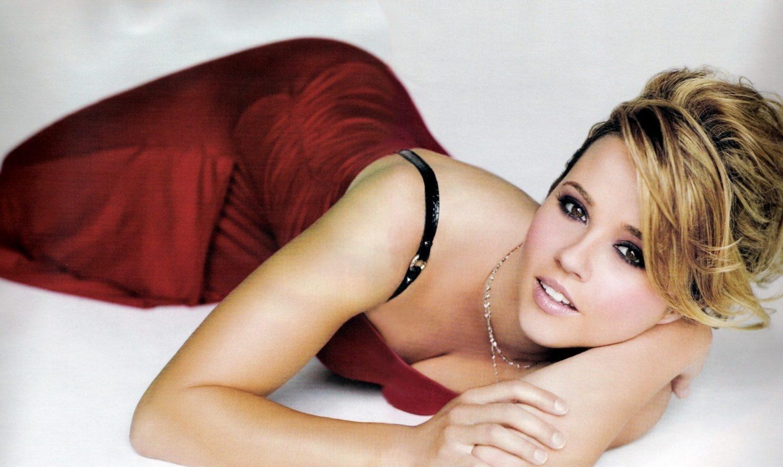 Linda Cardellini Hot Pictures