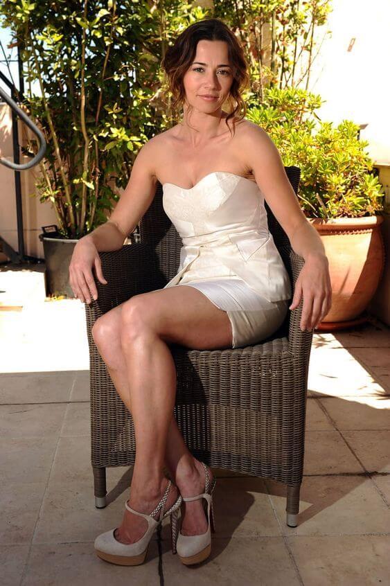 Linda Cardellini Sexy Images
