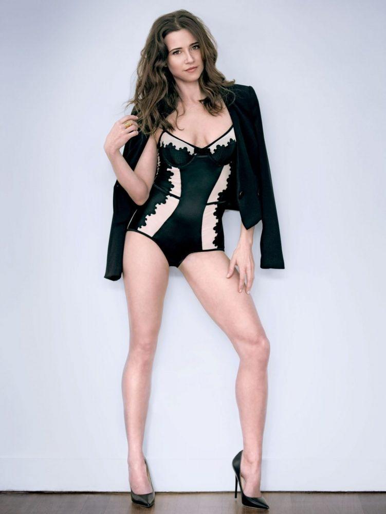 Linda Cardellini Bikini
