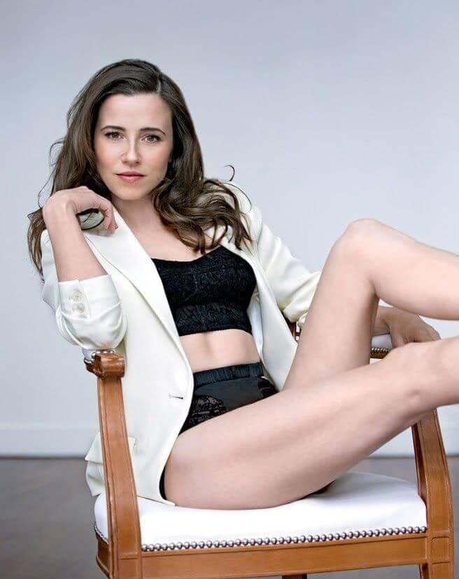 Linda Cardellini Nude Pics