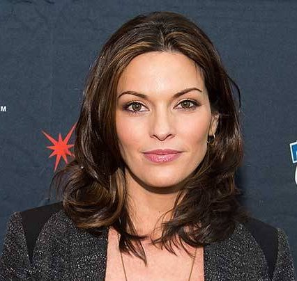 Alana de la Garza Hot And Sexy Pictures